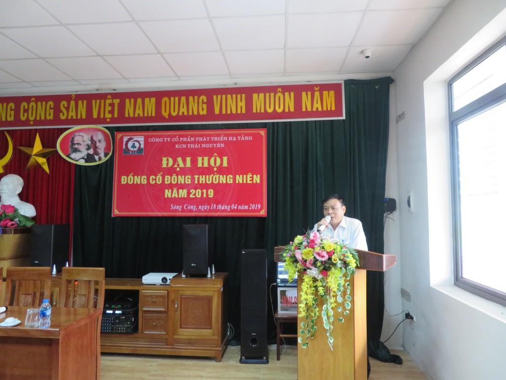 Đ/c Nguyễn Ngọc Hưng – Phó Giám đốc Công ty công bố chương trình Đại hội