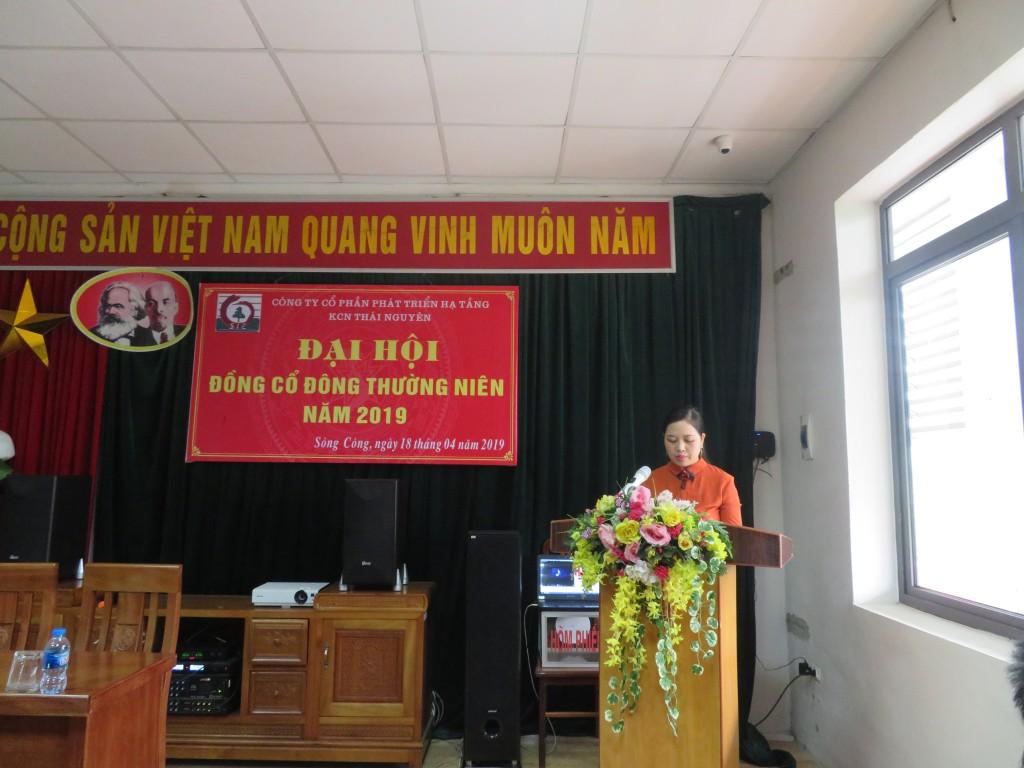 Đ/c Đào Thị Thanh Thúy – Trưởng Ban kiểm tra tư cách cổ đông  công bố kết quả kiểm tra tư cách cổ đông